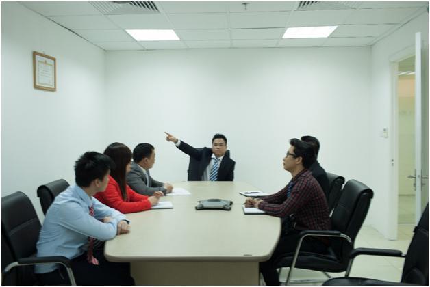 Luật sư S&B Law họp bàn về phương án tài cấu trúc doanh nghiệp cho khách hàng.