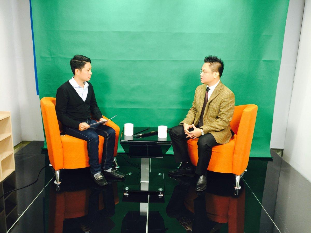 Luật sư Nguyễn Thanh Hà trả lời tại trường quay