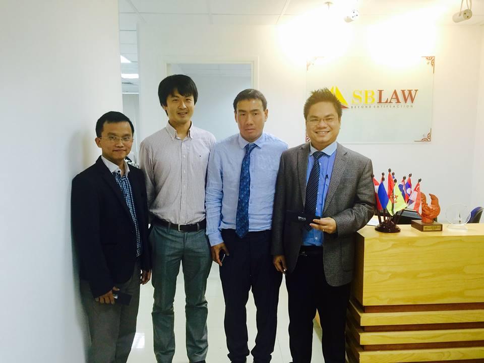Luật sư SBLAW cùng đại diện NUS tại văn phòng SBLAW Hà Nội