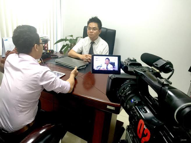 Luật sư Nguyễn Thanh Hà trả lời phóng viên trong chương trình chứng khoán cuối tuần
