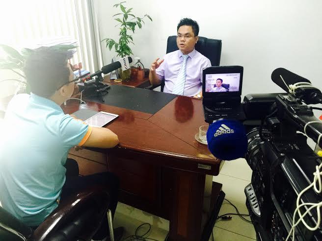 Luật sư Nguyễn Thanh Hà trao đổi với phóng viên Việt Dương