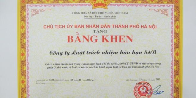 sb-law-nhan-bang-khen-tu-ubnd-thanh-pho-ha-noi-02