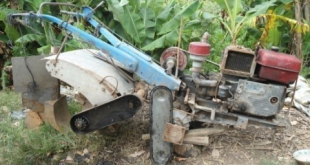 Sáng chế thành công máy vun luống trồng dưa hấu-internet
