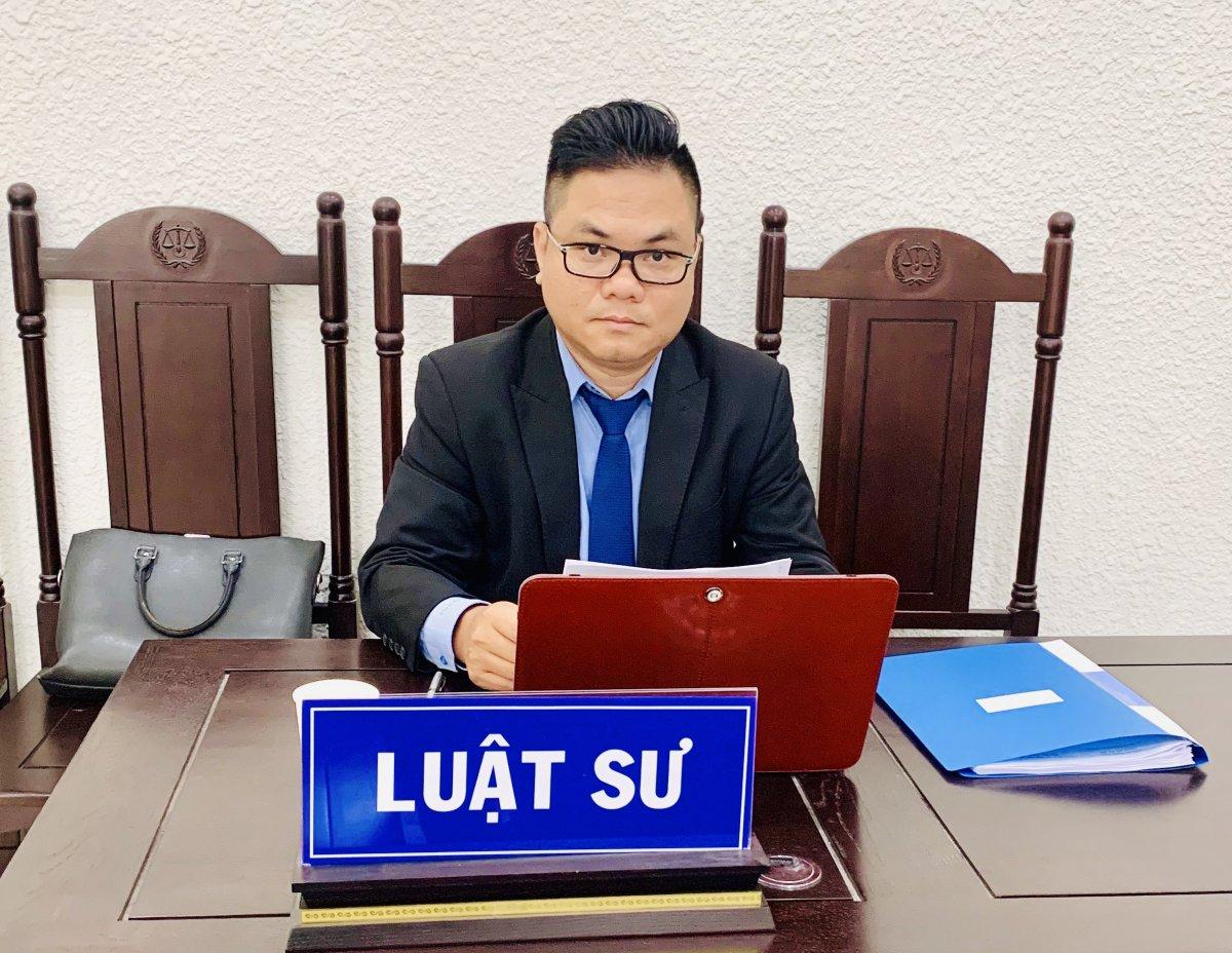 Luật sư Nguyễn Thanh Hà tham giai một phiên toà tại Hà Nội